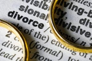 magnifying glass over divorce definition